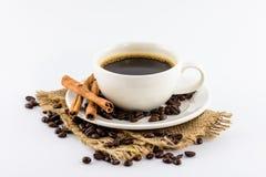 Koffiekop en bonen op hennepzak Royalty-vrije Stock Foto