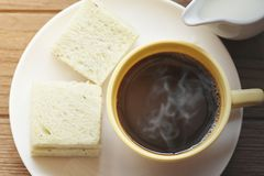 Koffiekop en brood royalty-vrije stock afbeeldingen