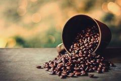 Koffiekop en de wijnoogst van koffiebonen Royalty-vrije Stock Foto's