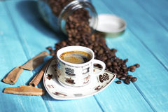 Koffiekop en koffie in boutle Royalty-vrije Stock Foto