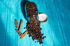 Koffiekop en koffie in boutle Royalty-vrije Stock Fotografie