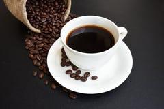 Koffiekop en koffiebonen Stock Afbeelding