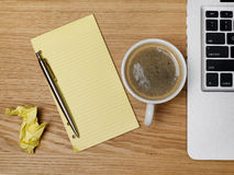 Koffiekop en notadocument Royalty-vrije Stock Afbeeldingen