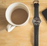 Koffiekop en polshorloge Stock Afbeelding