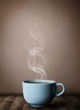 Koffiekop met abstracte witte stoom Stock Foto's