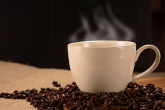 Koffiekop met bonen Royalty-vrije Stock Afbeelding