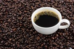 Koffiekop met bonen Royalty-vrije Stock Afbeeldingen