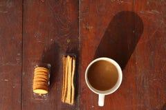 Koffiekop met cracker Stock Foto