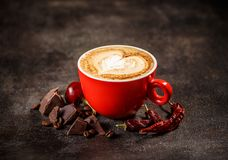 Koffiekop met Spaanse peperpeper royalty-vrije stock afbeelding