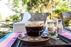 Koffiekop op aardachtergrond Stock Foto