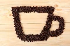 Koffiekop van bonen op houten achtergrond Stock Afbeelding