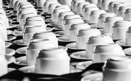 Koffiekoppen op een lijst Stock Foto