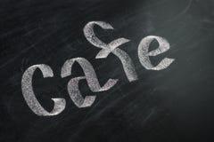 Koffiekrijt met de hand geschreven over uitstekend retro bord Royalty-vrije Stock Afbeelding