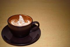 Koffiekunst met blad Stock Fotografie