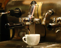 Koffiemachine en een kop Royalty-vrije Stock Fotografie