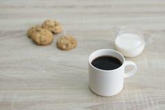 Koffiemok en koekjes Royalty-vrije Stock Afbeeldingen