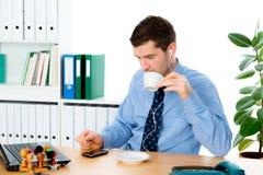 Koffiepauze in het bureau Stock Foto