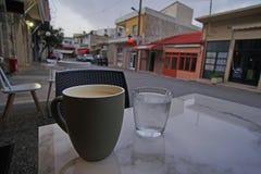 Koffiepauze in het dorp van Zaros in Kreta royalty-vrije stock afbeeldingen