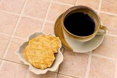 Koffiepauze met koekje royalty-vrije stock afbeeldingen