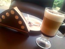 Koffiepauze na het werk stock afbeelding