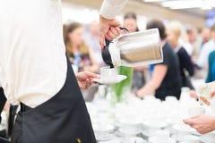 Koffiepauze op conferentievergadering stock afbeeldingen