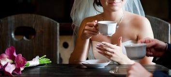 Koffiepauze op het huwelijk royalty-vrije stock afbeelding