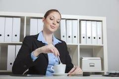 Koffiepauze op het kantoor Royalty-vrije Stock Foto
