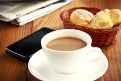 Koffiepauze op het werk Stock Afbeeldingen