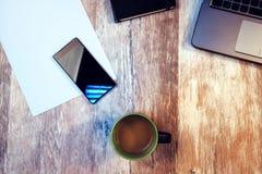 Koffiepauze, tijd om pauze van uw werk te nemen stock afbeeldingen