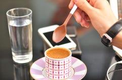 Koffiepauzezakenman Stock Foto's