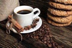 Koffiesamenstelling met koekjes Stock Afbeeldingen