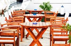 Koffieterras op de kust die op nieuwe klanten wachten stock afbeelding