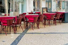 Koffieterras op het pedestriagebied van de Barrio-Alt, of hogere stad, in Lissabon Royalty-vrije Stock Afbeelding