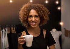 Koffietijd op mijn atelier royalty-vrije stock foto