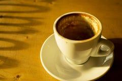 Koffievlek op lege kop Stock Afbeeldingen