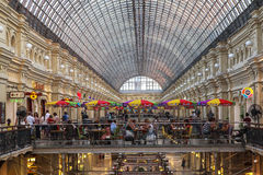Koffiewinkel in GOMwarenhuis in Moskou, Rusland royalty-vrije stock fotografie