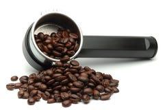 Koffiezetapparaat en Bonen Stock Fotografie