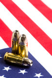 Kogels over de vlag van de V.S. Stock Afbeelding