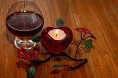 Kognak-und Kerze Valentinsgruß ` s Tag lizenzfreie stockbilder