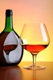 Kognakflasche und -glas Lizenzfreie Stockbilder