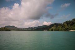 Koh θάλασσα και μπλε ουρανός νησιών noi yao Στοκ Εικόνες