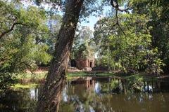 Koh ναός Ker Καμπότζη Επαρχία Preahvihear η banteay λίμνη της Καμπότζης angkor lotuses συγκεντρώνει siem το ναό srey Στοκ Εικόνες