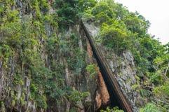 Koh Khao Ping Kan är står ut i mitt av fjärden av James Bond Island Fotografering för Bildbyråer