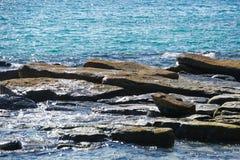 KOH kood Insel, südlich von Thailand, Meersand des blauen Wassers des Piers entsteint Mangrovenwald, Schiff stockfotos