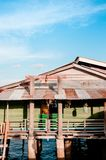 Koh Lanta City, vecchia casa di legno dell'oceano di Koh Lanta del pescatore vi Fotografia Stock