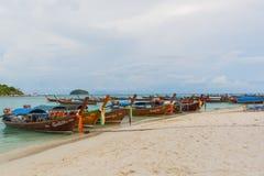 Koh Lipe, Thailand - November 28,2014: Boote des langen Schwanzes Stockfoto