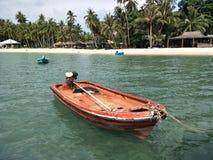 Koh Mak Trat Thailand-Boot mit schönem Strand im Sommer lizenzfreie stockbilder