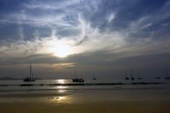 Koh Mook Coast Line en el ocaso Foto de archivo libre de regalías