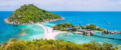 Koh Nangyuan Island op Sunny Day en Mooi Duidelijk Blauw Water, Surat Thani, Thailand Stock Fotografie