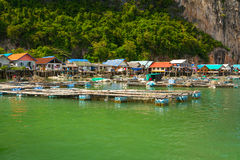 Koh Panyee-Regelung aufgebaut auf Stelzen von Phangnga-Bucht Lizenzfreies Stockbild
